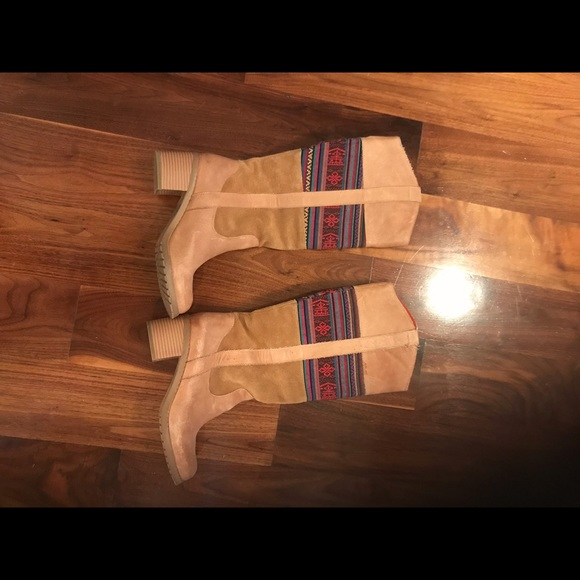 Shoes - Very cute tan southwestern boots